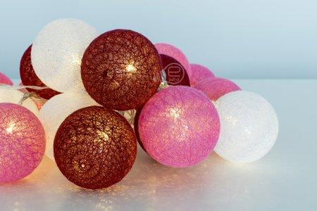 LED koule cotton balls řetěz girlanda světýlka 20 ks odstíny červená, růžová, bílá Milagro EKD9340 baterie