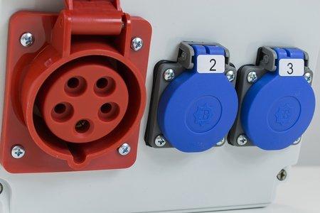 Stavební rozváděč s příslušenstvím ASTAT 447 Plus IP65 16A/5P, 2x230V IP44, vypínače Schneider EDO777447